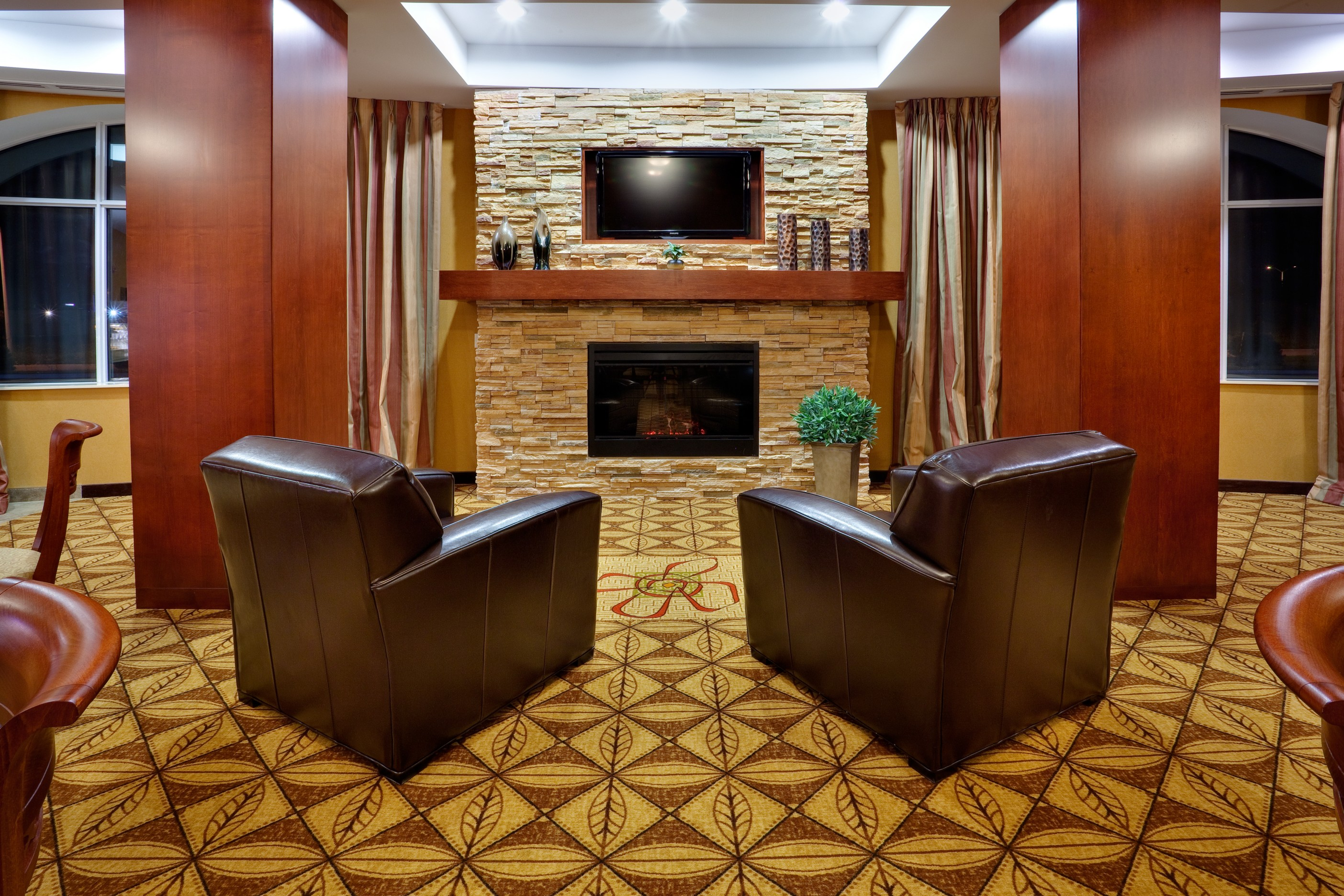 Holiday Inn Express & Suites Bowmanville image 0